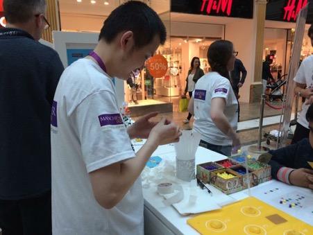 Kun Huang demonstrating glycan arrays at ScienceX